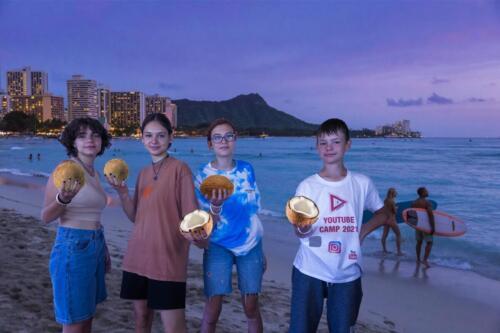 Lenka M.  Nela L.  Linda D.  Joey  - Hawaii